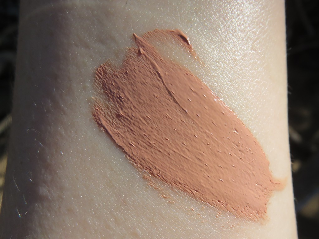 swatch of glamnatural cream blush in barely there